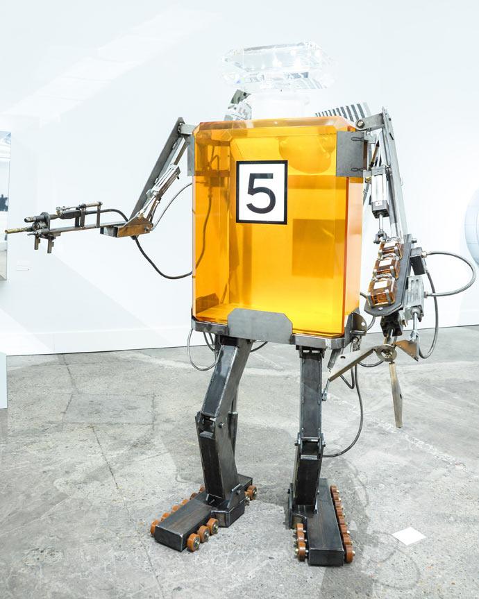 Chanel robot SS2104
